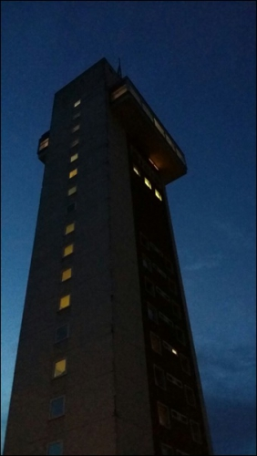 Turm Nachts.jpg